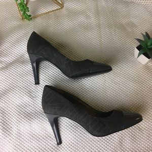 TAHARI high hill gray shoes, Size 7M